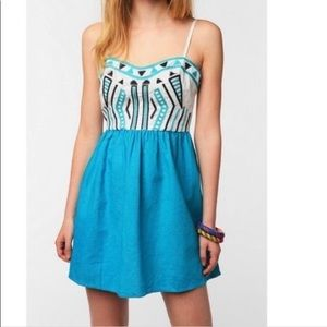 STARING AT STARS | uo linen tribal print dress 2